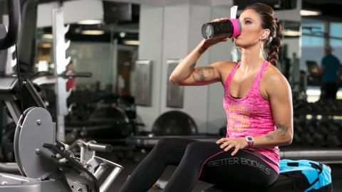 Ką vartoti treniruotės metu – BCAA papildus ar išrūgų baltymus?